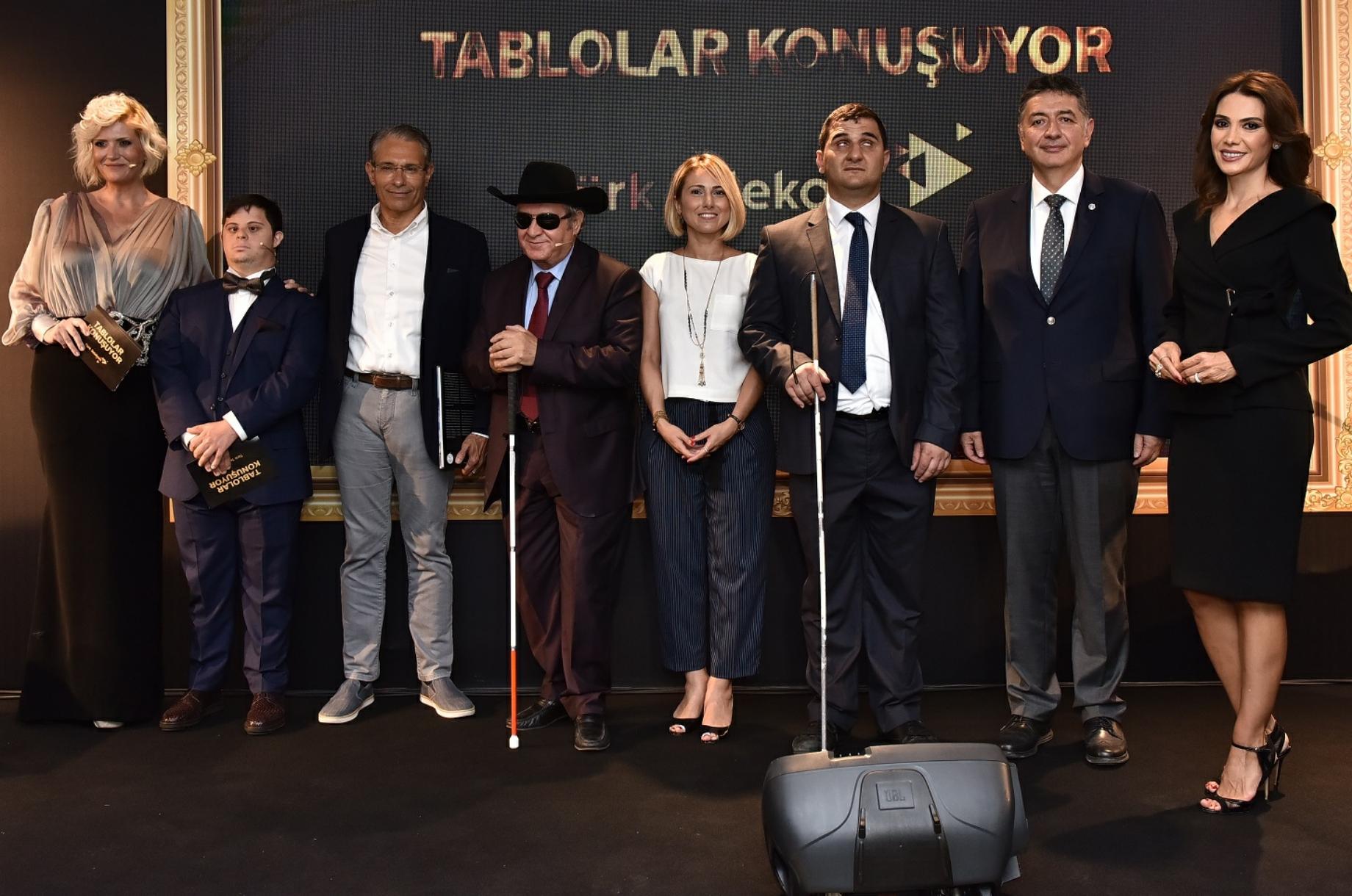-TÜRK TELEKOM'DAN GÖRME ENGELLİLERE TABLOLAR KONUŞUYOR SERGİSİ