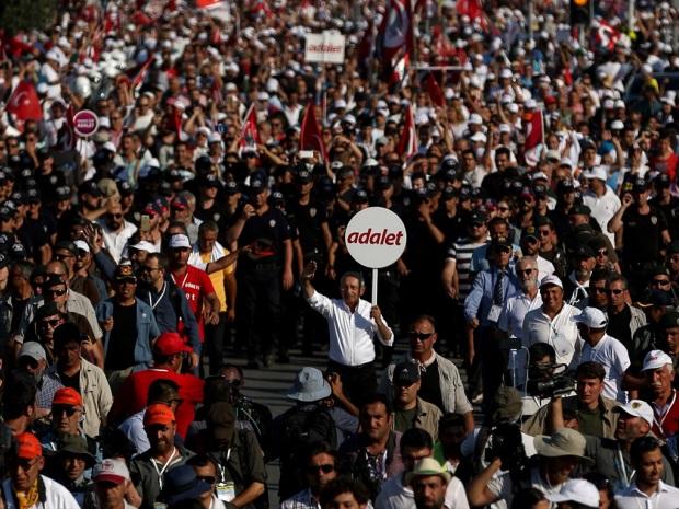 -10 MADDELİK ADALET ÇAĞRISIYLA BİTİRDİ: MİLLETVEKİLLERİ VE GAZETECİLER SERBEST BIRAKILSIN!