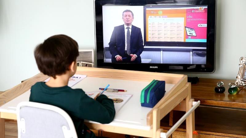 EĞİTİM İŞ:EBA TV, GERİCİ EĞİTİMİN EKRANA ÇIKARAK MEŞHUR OLAN HALİDİR!