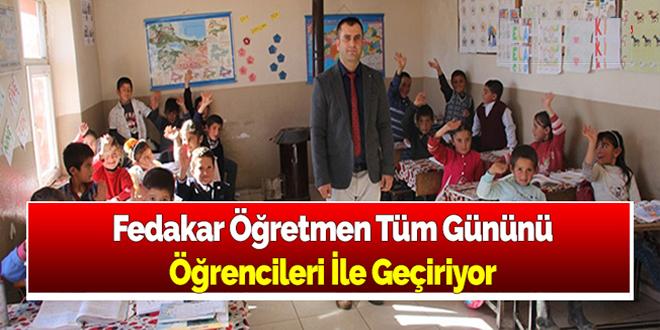 Tüm Gününü Öğrencileri ile Geçiren Fedakar Öğretmen