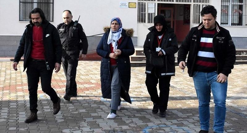 Öğrenci velisi öğretmeni bıçakladı