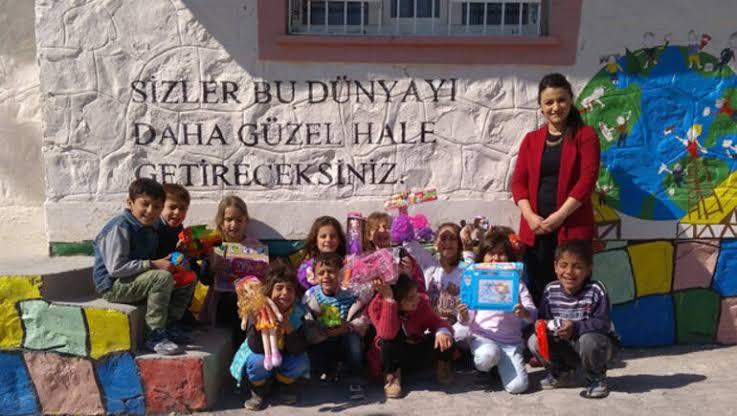 Köy öğretmeninden lojman ücreti alınması köy öğretmenine tarihsel olarak yüklenen anlam