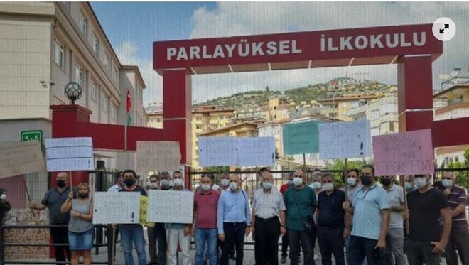'Öğretmenine sahip çık'! Alanya'daki eğitim sendikalarından ortak kınama