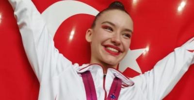 Ayşe Begüm Onbaşı Dünya Şampiyonasında altın madalya kazandı