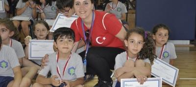 -BAKIRKÖY'DE YAZ SPOR OKULUNA KATILAN ÇOCUKLARIN MADALYA SEVİNCİ