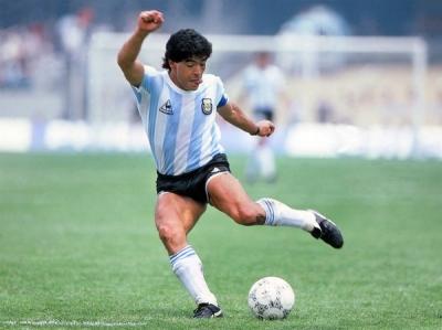 Diego Armando Maradona öldü